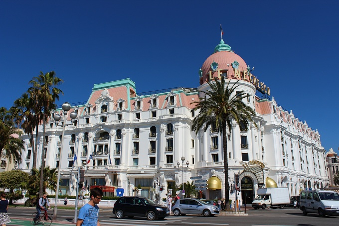 A night in the hotel negresco oneika the traveller for Luxury hotels in nice